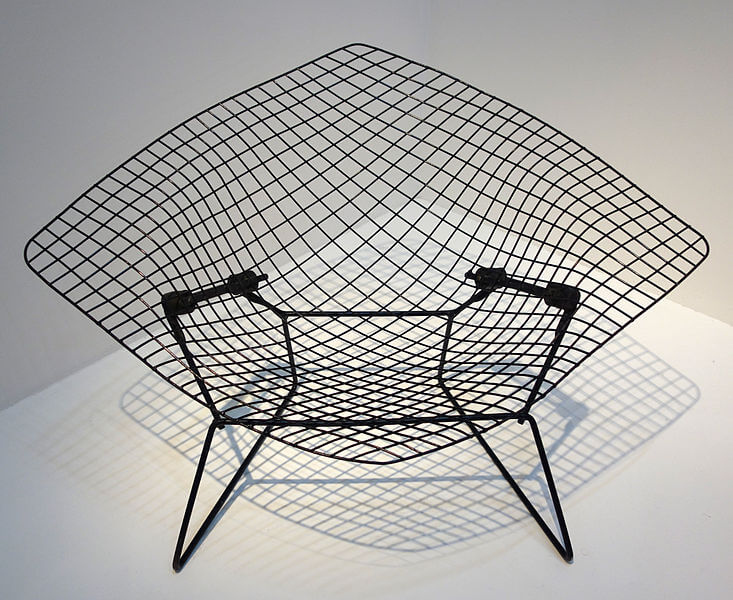 Diamond_Chair_-_Harry_Bertoia,_MNAM