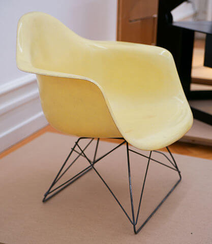 417px-Charles_and_Ray_Eames_-_Plastic_Chair_1950-53