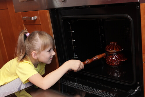girl and oven