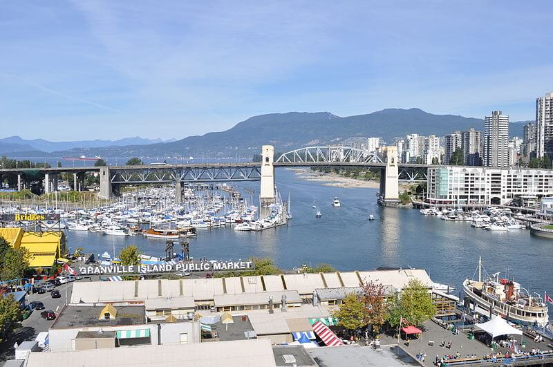 800px-Vancouver_-_Burrard_Bridge_from_over_Granville_Island_01