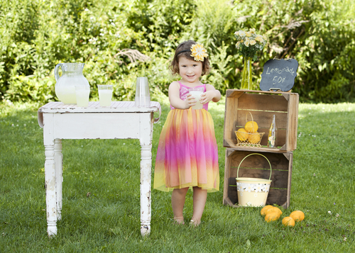 lemonade stand little girl lawn