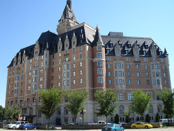 800px-Bessborough_Hotel